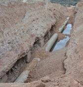 Filtraciones y clotes de agua en los tubos recién colocados